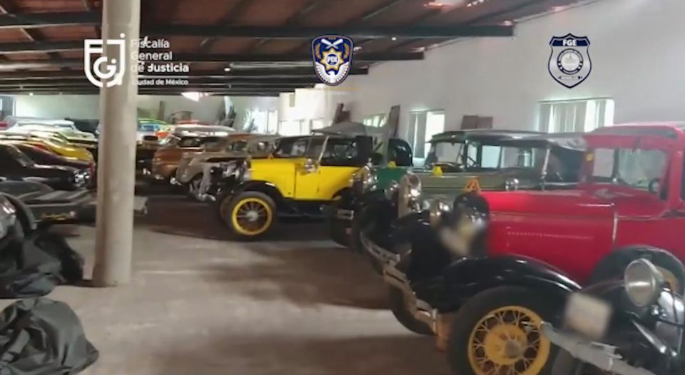 The luxury cars found during home raid. (FGJCDMX /Newsflash)